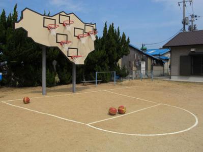 no one wins - multibasket backboard by llobet & pons